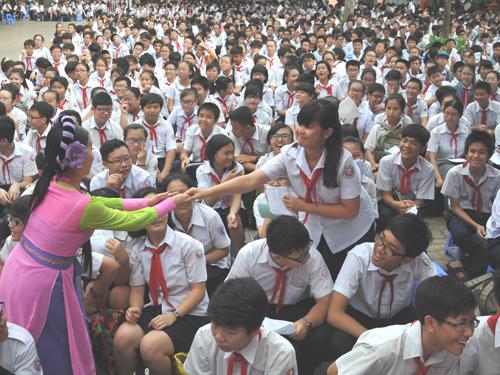 """""""Kỳ nữ"""" Kim Cương đưa Đờn ca tài tử vào học đường"""