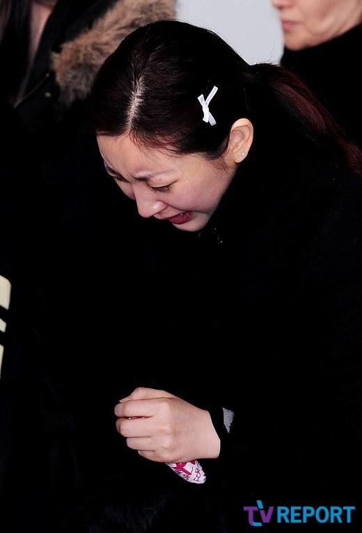 Chị gái Leeteuk khóc nghẹn