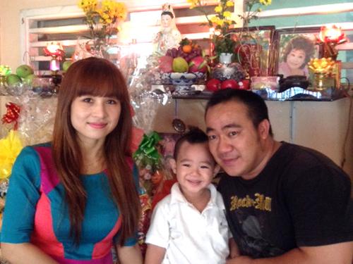 Gia đình nghệ sĩ Hiếu Hiền trong ngày giỗ thứ ba của nghệ sĩ Kim Ngọc