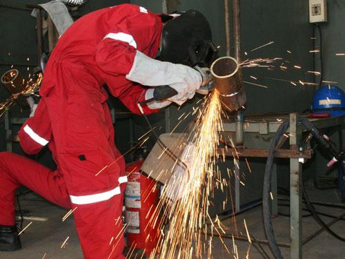 Cơ sở sản xuất, doanh nghiệp phải có trách nhiệm đảm bảo an toàn cho công nhân