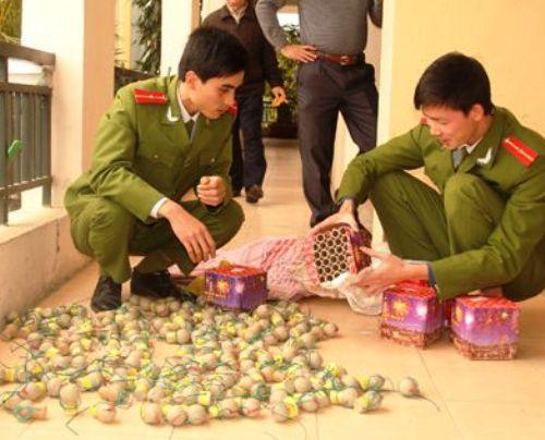 Hàng trăm quả pháo đã được Phòng Cảnh sát kinh tế, Công an Thanh Hóa thu được.