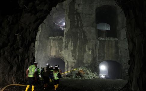 Đường hầm tại nhà máy thủy điện Coca Codo Sinclair bị sập. Ảnh: Xinhua