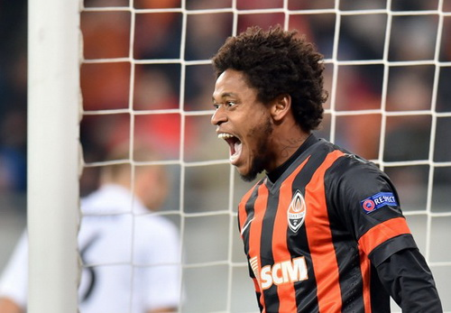 Adriano lập hat-trick trong chiến thắng của Shakhtar Donetsk