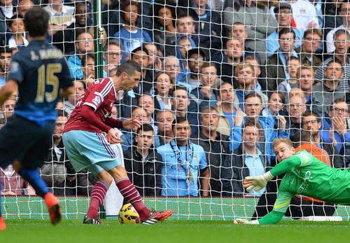 Amalfitano mở tỉ số cho West Ham