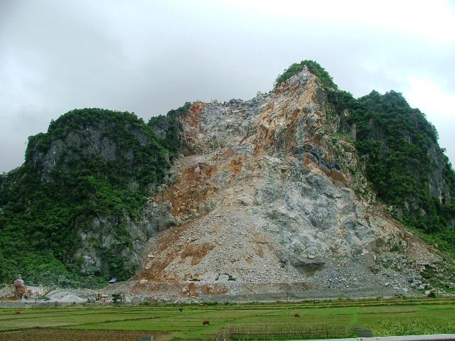 Ngọn núi nơi các nạn nhân khai thác đá