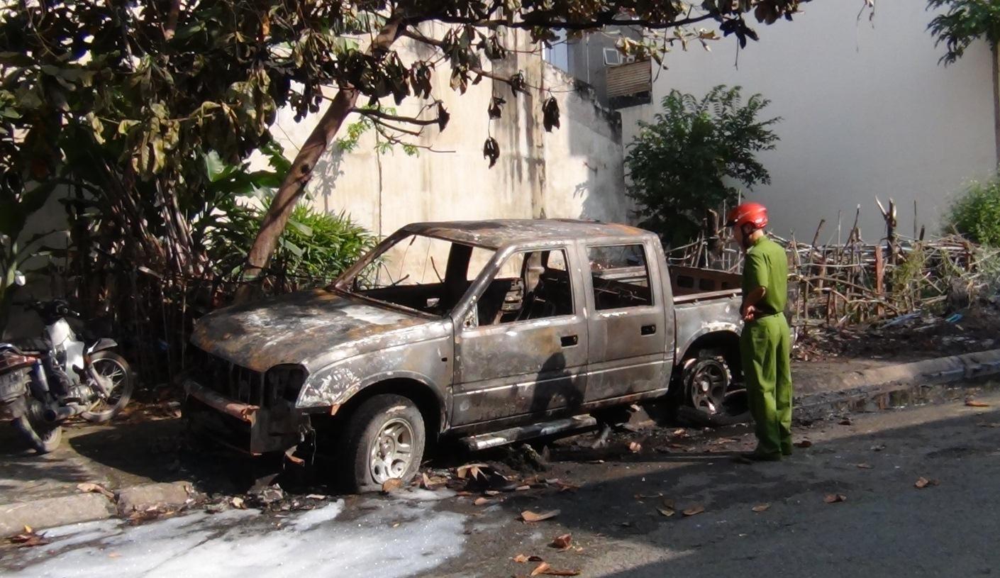 Hiện trường chiếc xe tải cháy.