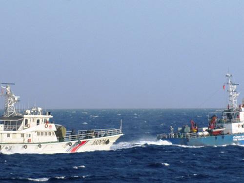 Tàu 46001 của Trung Quốc tăng tốc lao thẳng về hướng tàu CSB 4032 của Việt Nam