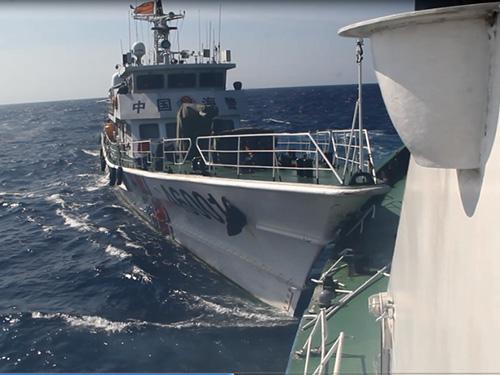 Tàu 46001 của Trung Quốc hung hãn đâm vào thân tàu CSB 4032 của Việt Nam, làm gần 20 m lan can tàu 4032 bị hư hỏng