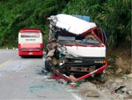 Hiện trường vụ tai nạn trên đèo Lò Xo, đêm 26-5
