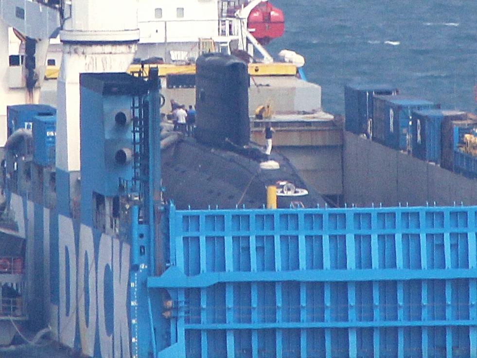 Tàu ngầm kilo Hà Nội được bao bọc ở bụng Rolldock
