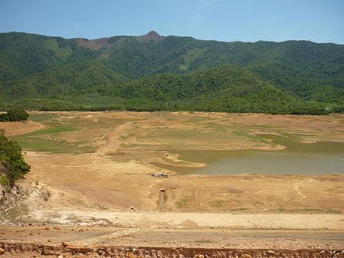 Hồ chứa nước Hóc Môn ở huyện Phù Mỹ, tỉnh Bình Định bị cạn kiệt
