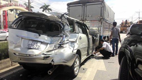 Xe Innova bị hư nặng