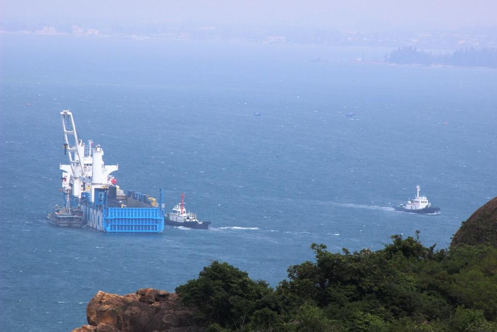Ít nhất 3 tàu đang trực tiếp hỗ trợ cho Rolldock và tàu ngầm kilo Hà Nội chờ ngày bàn giao cho Hải quân Việt Nam