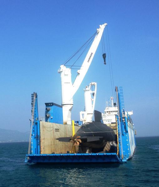 Đuôi tàu Rolldock mở ra hé lộ tàu Kilo Hà Nội trong một thời gian ngắn