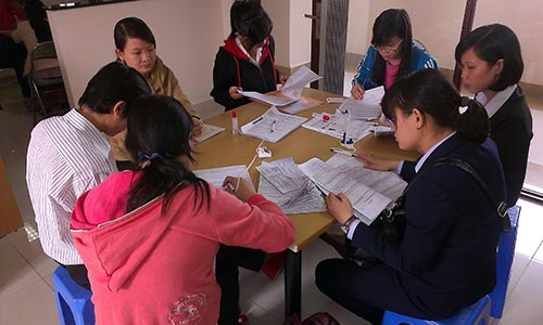 Ứng viên đăng ký tìm việc tại Phòng DVVL Báo Người Lao Động