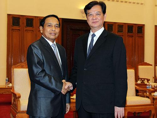 Thủ tướng Nguyễn Tấn Dũng tiếp Tổng Thanh tra Chính phủ Lào Bunthong Chitmani Ảnh: TTXVN