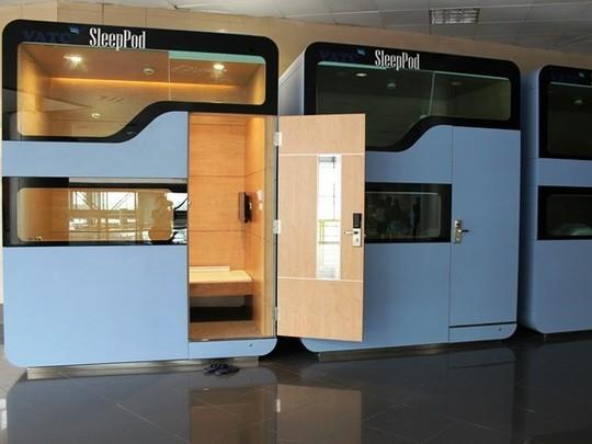 Các buồng ngủ (sleeppod) đặt ở tầng 3, sảnh đi nhà ga T1, sân bay Nội Bài đã phải ngừng chỉ sau 5 ngày hoạt động vì quyết định của lãnh đạo ngành giao thông.