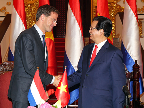 Thủ tướng Nguyễn Tấn Dũng tiếp đón Thủ tướng Vương quốc Hà Lan Mark Rutte   Ảnh: TTXVN