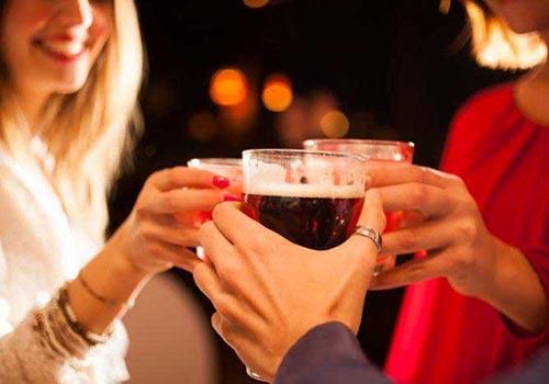 Dùng nhiều rượu có thể gây tác hại lâu dài lên nãoẢnh: MNT