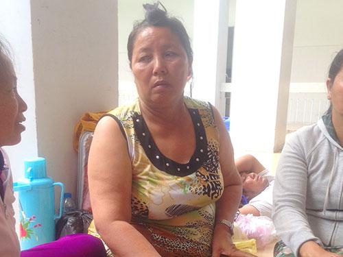 Bà Nguyễn Thị Tú vẫn chưa hết bàng hoàng sau vụ tai nạn của con trai Ảnh: THANH VÂN