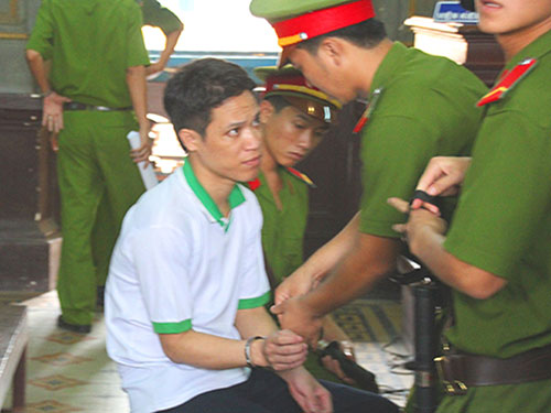 Lê Bá Mai (áo trắng) đã bị kết án chung thân trong kỳ án vườn mít nhưng hiện vẫn đang kêu oan - Ảnh: Tân Tiến