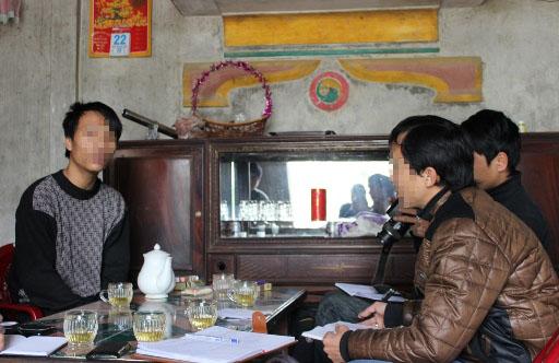 Anh Nguyễn Anh Tuấn (trái ảnh) nhớ lại giây phút bị truy sát hụt