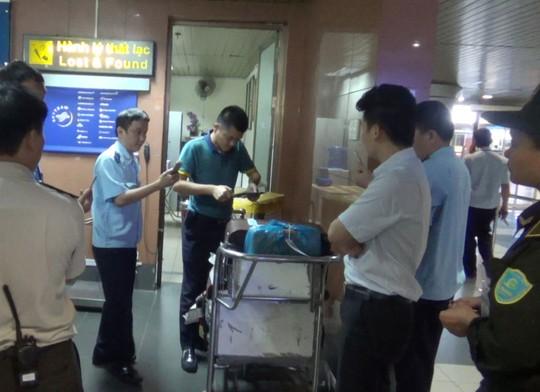 Kiểm tra an ninh tại sân bay quốc tế Nội Bài. Ảnh: Tô Hà