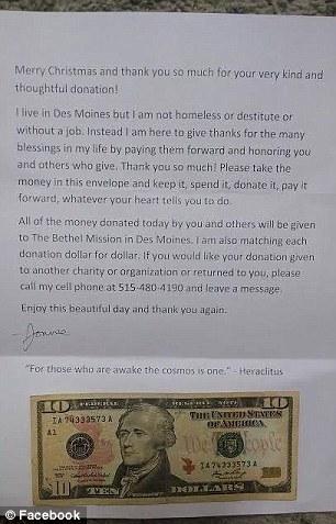 Lá thư và tiền trong phong bì. Ảnh: Facebook