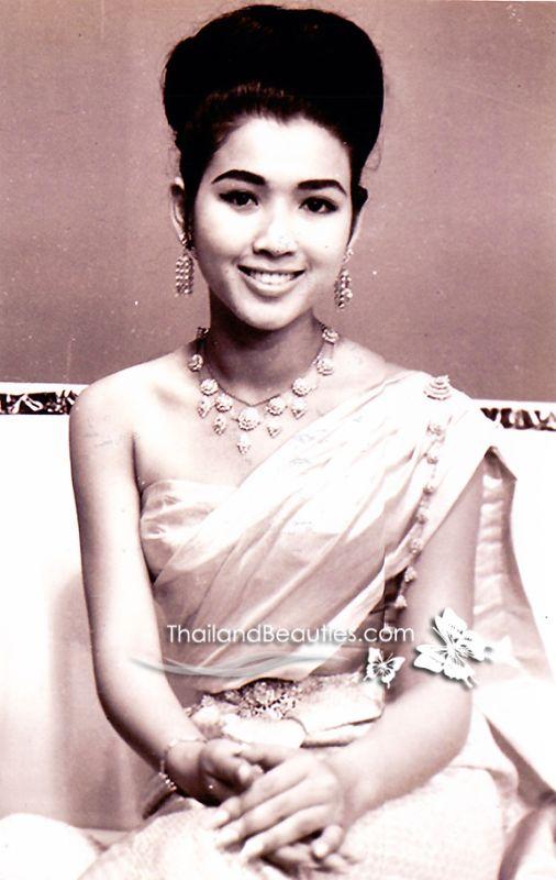 """Kinh ngạc """"vẻ đẹp không tuổi"""" của cựu Hoa hậu Hoàn Vũ"""