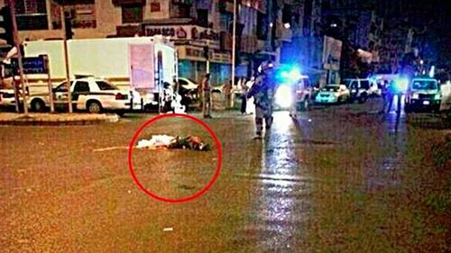 Mảnh thi thể người rơi trên đường phố. Ảnh: RT