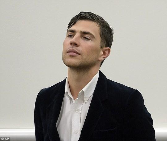 Vitalii Sediuk tại tòa sau vụ tấn công Brad Pitt