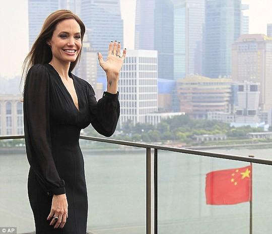Angelina Jolie khi ở Thượng Hải
