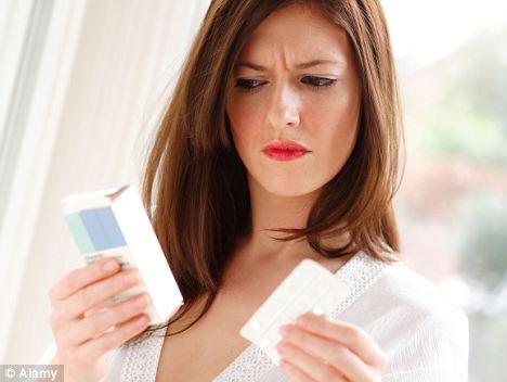 Uống cây cỏ ban (St. John's Wort) và thuốc ngừa thai có thể làm giảm tác dụng ngừa thai
