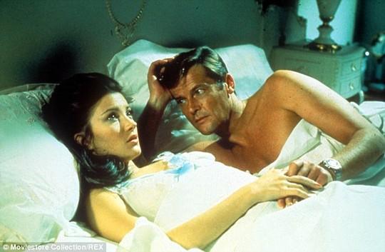 Jane Seymour lúc đóng phim Jame Bond