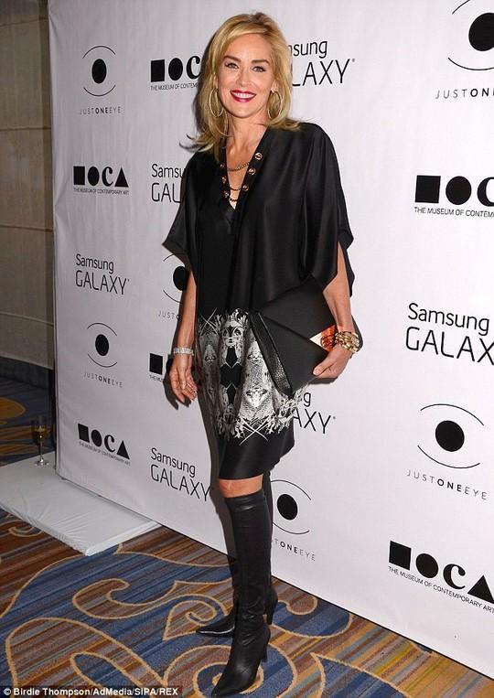 Sharon Stone vác đơn kiện