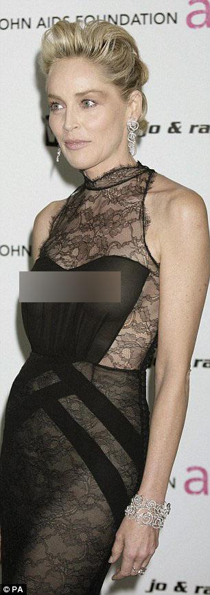 Sharon Stone diện đầm không nội y đầy thách thức tại buổi tiệc Oscar trong năm 2009