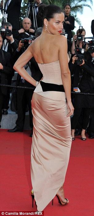 Những bộ đầm táo bạo tại Cannes 2014