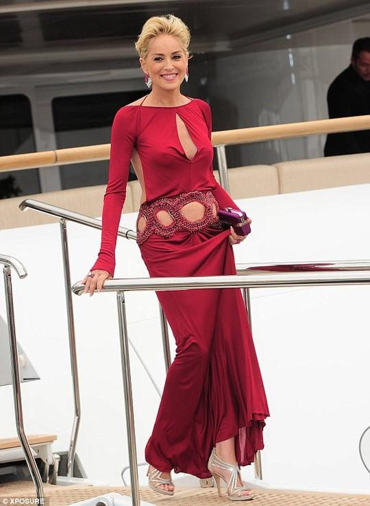 Sharon Stone sẵn sàng hẹn hò ở tuổi 56