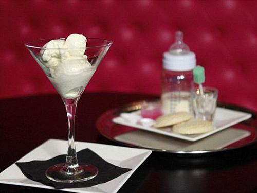 Món kem tươi tráng miệng làm từ sữa mẹ