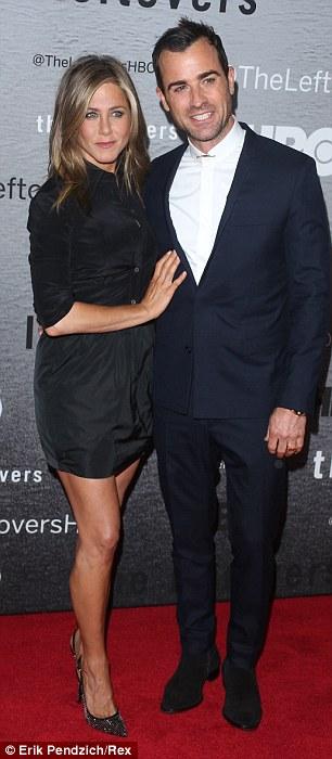 Jennifer Aniston tình tứ bên Justin Theroux