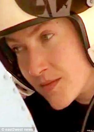 Nadiya Savchenko được xem là hình mẫu phụ nữ dũng cảm tại Ukraine. Ảnh: East2west News