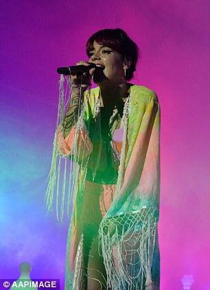 Đùa quá lố, ca sĩ Lily Allen gây rắc rối