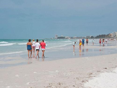 Cảnh báo tử vong do vi khuẩn ăn thịt người tắm biển ở Florida