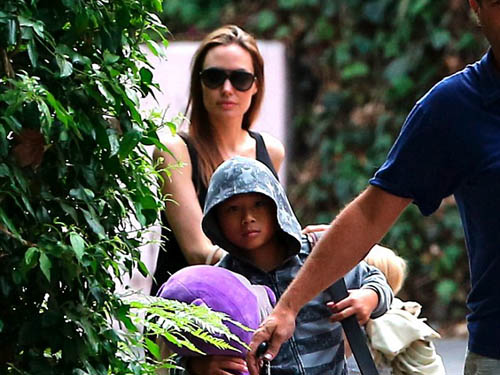 Pax Thiên thường đi cùng mẹ Angelina Jolie