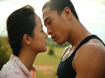 Cảnh hôn ám ảnh của Lê Bê La
