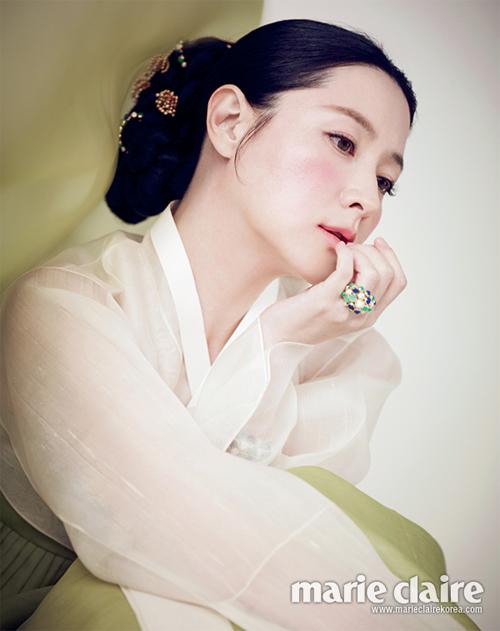 """Lee Young Ae đẹp """"ngất ngây"""" với trang phục truyền thống"""