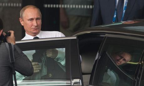 Ông Putin muốn tranh thủ chuyến bay dài để ngủ trước khi làm việc vào thứ 2. Ảnh: Reuters