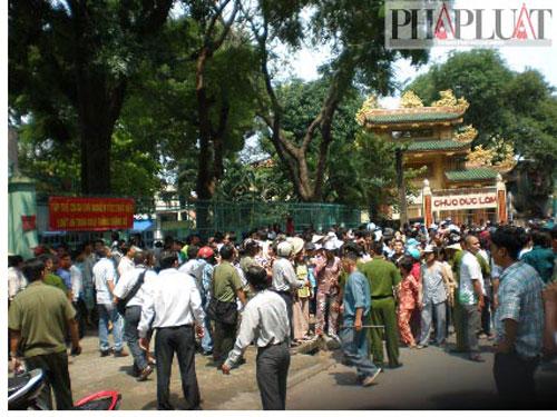 Tụ tập xem bắt cóc con tin ở Tân Bình, TP HCM