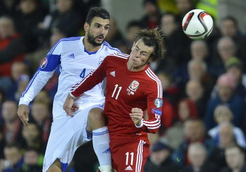 Gareth Bale (11) thi đấu rất hay, dẫn dắt lối chơi của Xứ Wales