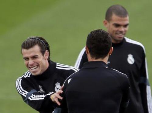 Gareth Bale (trái) sẽ ra sân trong đêm nay